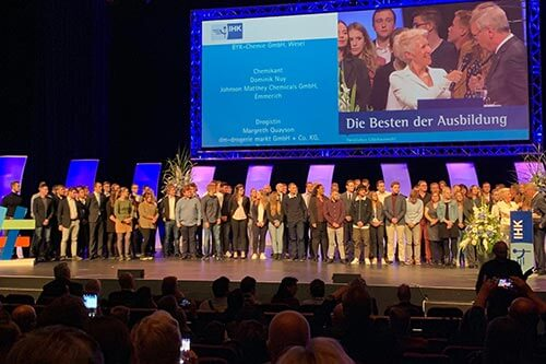 IHK Bestenehrung 2019 in Duisburg Gruppenbild der Besten der Ausbildung